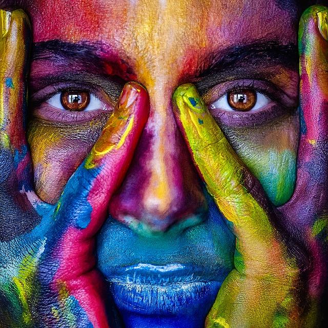 barevný obličej