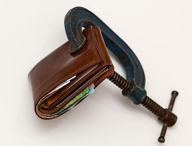 peněženka a svěrák