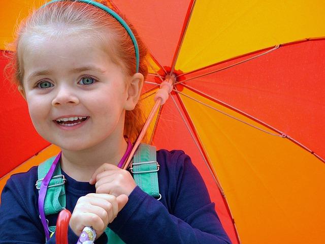 holčička s deštníkem